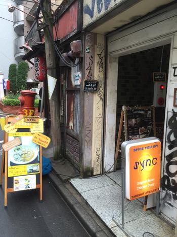 恵比寿駅から3~4分、オレンジ色の看板が目印です。