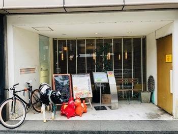 恵比寿駅、代官山駅から徒歩8分の場所にある、牛さんとロディがお出迎えしてくれるとっても可愛いお店。入る前からテンションがあがりますね。