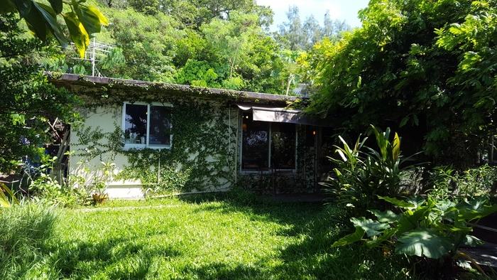 外人住宅をリノベーションした、一軒家のベーカーリーカフェが現れます!緑に包まれていて、まさしく隠れ家的。テンションがあがりますね。「水円」と同じく、おとぎ話に出てきそう♪