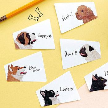 借りたものを返すとき、資料を渡すときなどちょっとした用件も、一言書いたフセンをぺたっと貼るだけで印象は全然違います。かわいらしい犬たちが書かれた「ペパラブル アニマルボイスふせん」は、裏面も使用することができる優れものです。