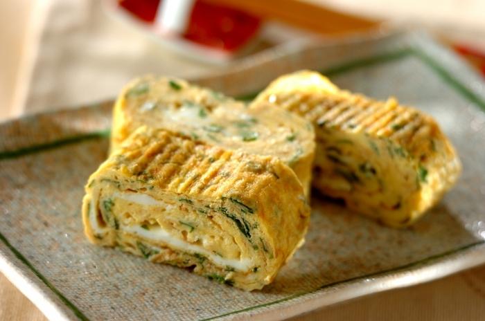 お弁当の定番だし巻き卵に、大葉をたっぷり加えた一品♪鰹節の風味も効いていますよ。こちらのレシピでは大葉はみじん切りですが、あえて大きめに刻んで見た目を楽しむのもよさそうですね。