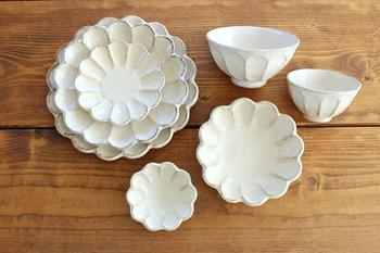 クリームがかかった色味も、和食にはピッタリ。大皿はもちろん他のサイズもあるので、ライフスタイルにあったサイズを選んでみてくださいね。