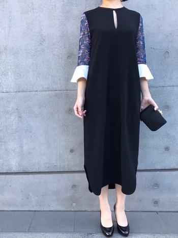 定番のブラックドレスには、袖に刺繍の入ったドレスはいかがでしょうか?刺繍に使われている色を小物に取り入れてもおしゃれで可愛いですよね。