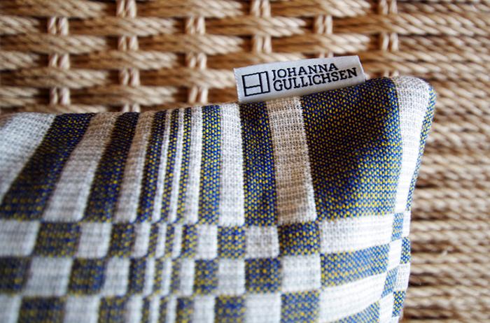 フィンランドの伝統的な織物の手法で織られた厚手のコットンファブリック。北欧風のインテリアにも、和モダンな空間にも相性が良く、室内をワンランク上質に演出してくれるクッションカバーです。