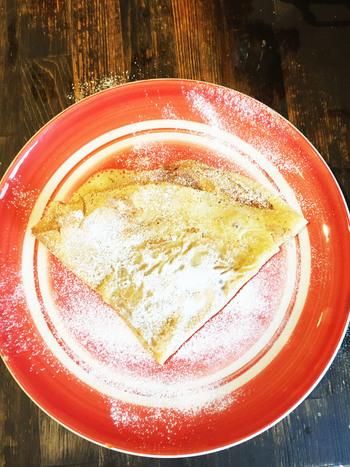 グランマニエは、最初にいただきたいシンプルなクレープ。 香ばしくもっちりとした生地に芳醇なバターの風味がたまらない。