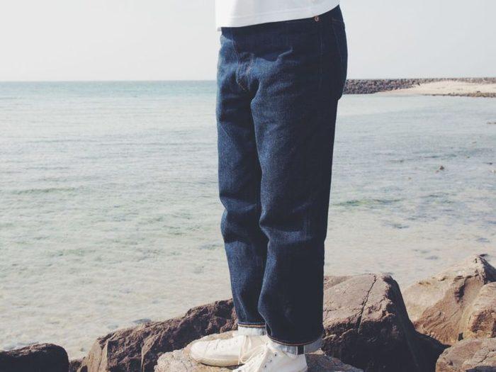 「丈夫で頼れる」「経年変化を楽しむことができる」「履き心地の良さ」のバランスの良さが特徴のこのジーンズ。流行に左右されないストレートに近いテーパードシルエットで、年齢性別やスタイルを問わず、誰でも似合うジーンズです。