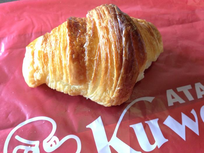 数あるパンの中でも、人気なのが「天然酵母クロワッサン」。一晩発酵させた生地は、外はさっくり・中はもちもちの食感がたまりません。