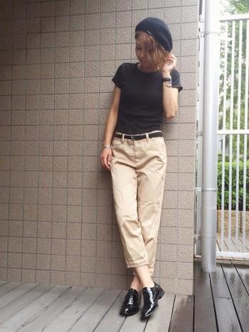 スタンダードなユニクロのクルーネックTシャツは、きちんとした印象を作ることができます。キレイめのパンツや小物と合わせて、トラッド風に着こなすのも素敵です。