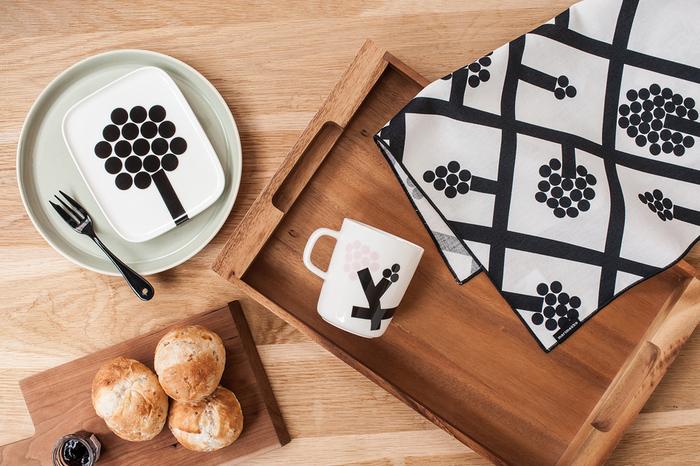 シンプルで大人っぽい柄がテーブルを彩ってくれるマリメッコのテーブルウェアたち。普段使いはもちろんのこと、ちょっとしたおもてなしの席も素敵に演出してくれそうです。