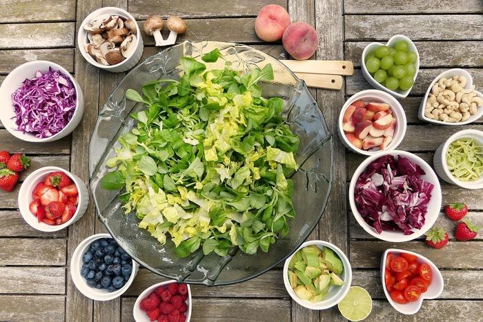 人の身体は食べたものの影響を素直に受けます。だからこそ偏った食事はNG!肉も魚も野菜も米も全てバランス良く摂ることで頭のてっぺんから爪先まで、活き活きしてくるはずです。