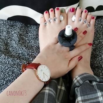 爪先を華麗に彩るネイル。腕時計とのコーディネートを考えれば、よりいっそうおしゃれな手元が完成します。  そこで今回は、腕時計の色別におすすめのネイルアートをご紹介♪みなさん自身が愛用している時計を思い浮かべながら、ぜひチェックしてみてくださいね♪