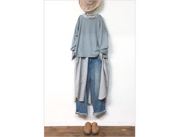 重ね着では上から羽織ることが多いワンピース。プルオーバーの下にセットすれば、これまでとは違う雰囲気で楽しめます♪ブルーのワントーンにすると色のまとまり感もバッチリ!