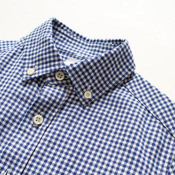 カジュアルなチェック柄のシャツは、サッと羽織ったり腰に巻いたときにもアクセントとして効果的です。もちろん一枚で着ても存在感バツグンなので、コーデに迷ったときも大助かり◎。