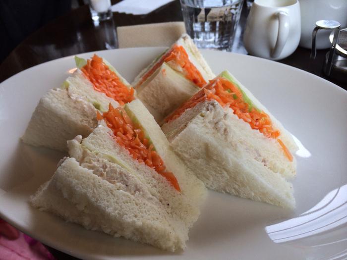 イチオシのフードメニューは「人参サンドイッチ」。キャロットラペ(人参の千切り)と合わせる具材をハムやタマゴなど5種類から選ぶことができます。人参と具材がたっぷり、パンがふわふわでとてもおいしいと評判なんです。