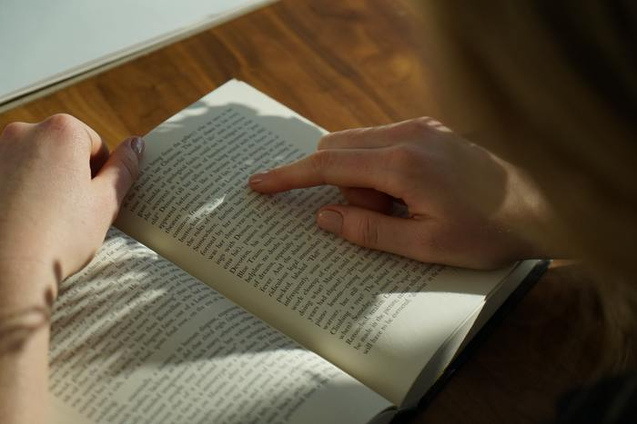 いくら文法を理解していても、私たちは「単語がわからないことには意味がわからない」と考えますよね。そこで「よし!単語を覚えよう!」と単語帳をかたっぱしから覚えようとしたことはありませんか?そして、単語の多さに勉強すること自体が嫌になってしまったかも。
