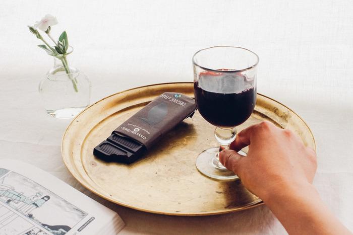 長野県東御市の海野宿にある「ガラス工房 橙(だいだい)」の吹きガラスのワイングラス。ひとつひとつ丁寧に手作りされています。