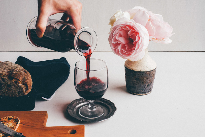 1890年創業のスペインのガラスメーカーによるワイングラス。ラフにつくられた気軽さが普段使いにちょうどよい感じですね。ステムの部分が短く、カジュアルな雰囲気。