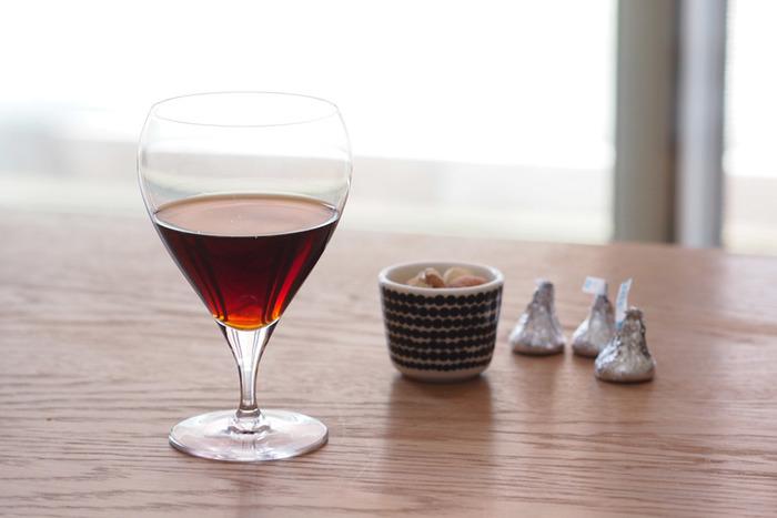 木村硝子店からステムの短いワイングラスシリーズ「バンビ」をご紹介。スロバキアの職人さんによる手作りのグラスはフットからリムまでとても薄く繊細に作られ、花のつぼみのようなフォルムも素敵です。