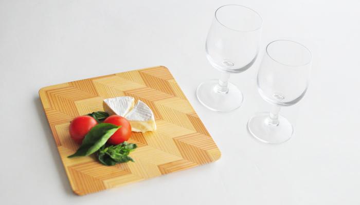 ワインのおつまみをプレートの上にさりげなく盛り付けるだけで、おしゃれに見えるから不思議です。自宅でひとり飲みするときも盛り付けにこだわると、ワインがよりいっそうおいしく感じそう。