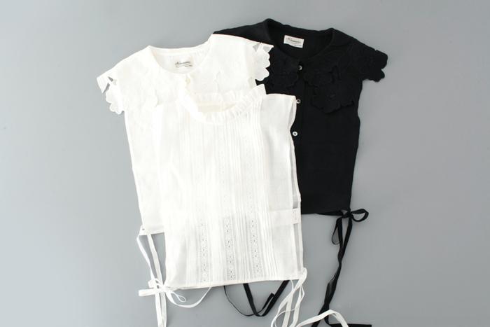 「羽織る」のではなく、「被る」タイプのジレ。サイドのリボンを結ぶことで、サイズ感を調節することができます。