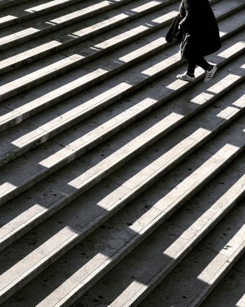 ダイエットに必須な運動も日常の生活で補ってしまいましょう。普段エスカレーターやエレベーターを使っている人は、少しだけでも階段を利用してみましょう。それだけで1日の運動量は確実に増えます。