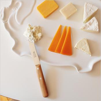 切れ味抜群のそのワケは、ドイツの熟練職人がひとつひとつ丁寧に仕上げているから。刃が非常に薄く、フルーツなどやわらかな食材の皮もスルスルむけます。また刃の先端が丸くなっているのでバターやジャムを塗るのにもぴったりです。