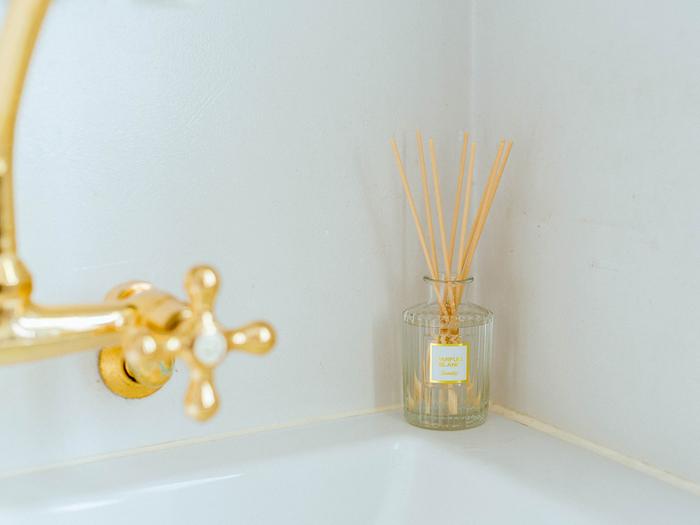 3つあるシリーズのなかで、香水瓶のような佇まいが大人っぽい印象の『PARFUM(パルファム)』シリーズ。  白いラベルの「パルファム・ブラン」は、爽やかで甘すぎないホワイトシプレ調の香りです。高級感のある大人っぽい雰囲気は、洗面所でのひとときをちょっとラグジュアリーな気分にさせてくれそう。