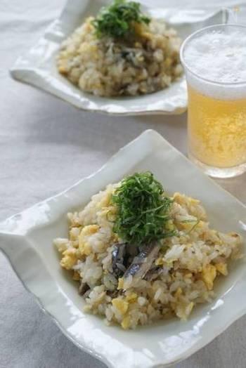 オイルサーディンの塩気が炒飯にぴったり合います。シンプルだけれど、うまみがぎゅっとつまった炒飯です。