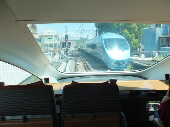 都心部から箱根湯本に行くのなら「小田急ロマンスカー」は外せません。公式サイトでは、空席照会や予約ができます。 【小田急ロマンスカー・展望席】