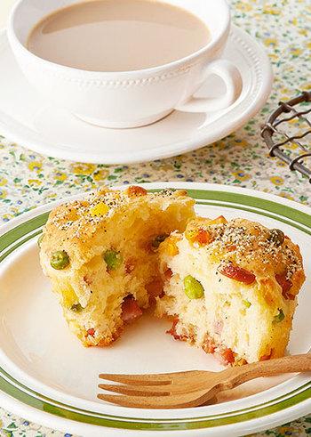 朝食にもぴったりのケークサレ。彩りきれいで朝から気分も上がるし、お腹も満足。ちなみにケークサレの「サレ」とは、フランス語で塩のことです。