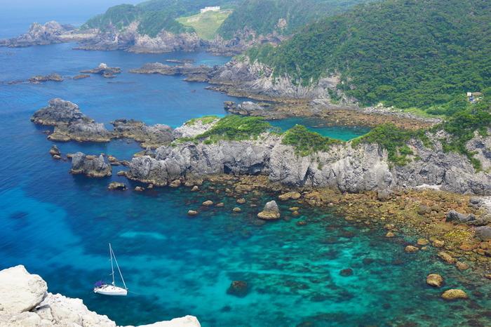 東京の離島、神津島と式根島で癒しの時間を味わえるスポットをご紹介してきましたが、いかがでしたでしょうか。東京でも美しい海が見られるので、旅行日数が多く取れなくても大丈夫。日常の疲れを癒しに訪れてみてください。