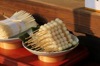 【[井上社]のお供えの、みたらし団子と素麺 】