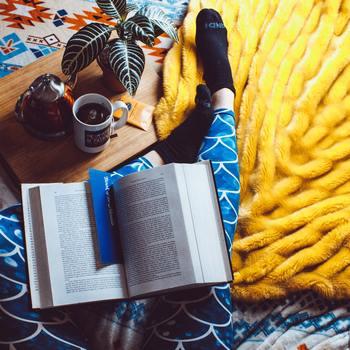 「自分の好きなことのために時間を使う」ことにも、私たちは幸福を感じるようです。誰かと一緒に過ごす時間が好き、趣味に没頭する時間が好き、自然の中でゆったり過ごすのが好き、映画を観たり本を読むのが好きetc...など、あなたの好きなことのためにたっぷり時間を使えているでしょうか?
