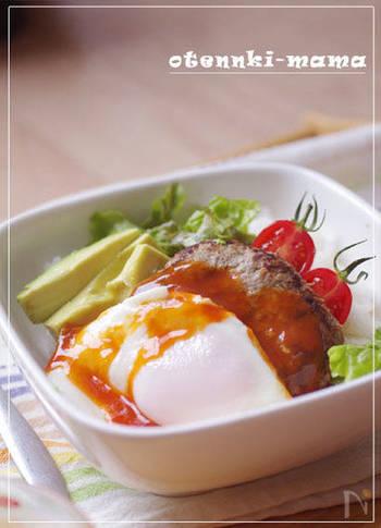 初夏に食べたいハワイの定番料理ロコモコ。ハンバーグの材料+卵があれば、翌日は気分をガラリと変えてメンチカツに大変身!