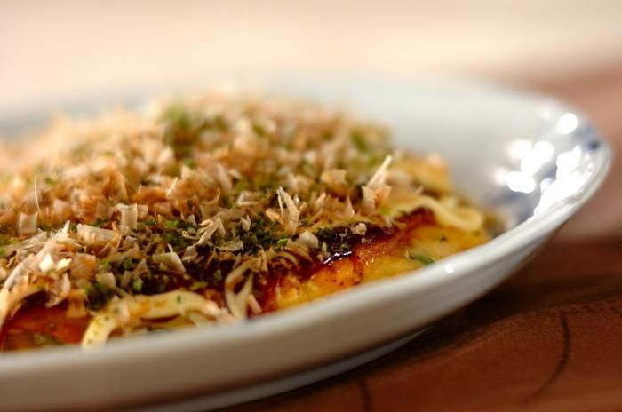 お好み焼きは、キャベツに卵、豚バラにおうちにある小麦粉で作れます。バランスの取れた栄養満点のお好み焼きはキャベツが美味しいシーズンに頂きたいものです。