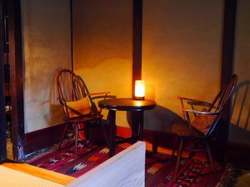 居心地がいいと評判の店内は明かりが落とされていて、どこか温かい雰囲気。