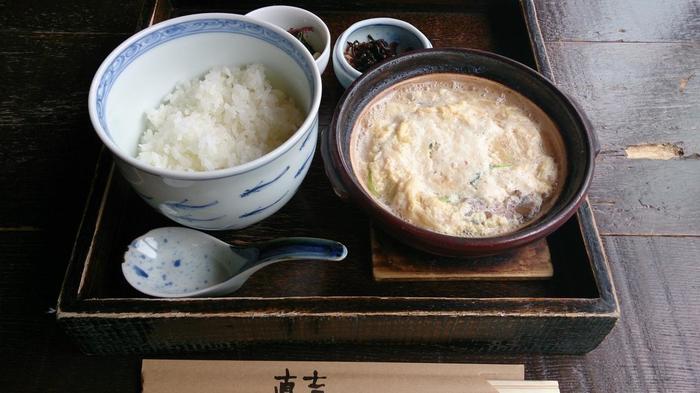 """この3つの食は、用いる""""水""""の質が問われる食べ物です。【早川沿いの和食店「直吉」の人気名物『湯葉丼』】"""