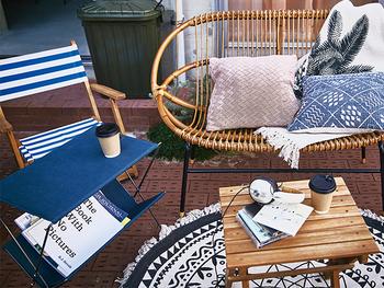 開放感のあるアウトドアインテリアで、軽快なお部屋を作るのもおすすめです。お家の中でも外でも好きな場所に移動しやすく、その日の天気や気分に合ったインテリアになるでしょう。