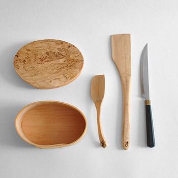 木の経年変化を楽しみながら、お気に入りのアイテムと長く付き合うというのがフィンランドのライフスタイル。 木製ツールなど、キッチン戸棚に並べてあるだけで、北欧を感じることができます。