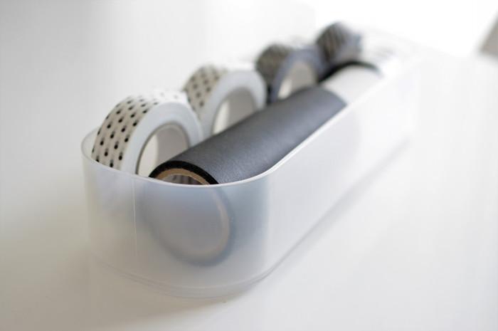 幅広のマスキングテープを使う方法もあります。マスキングテープもノリやハケを使うことなくどんどん貼り付けられるのでとっても手軽。