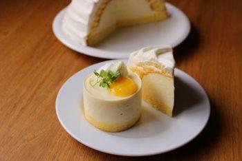 レモンの酸味をじゅうぶんに味わえるヨーグルトムースケーキは、おもてなしおやつにぴったり。