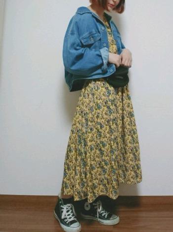 ビッグシルエットのコーデにウエストベルト代わりに着用すれば、メリハリのある旬な着こなしになりますね。ウエストポーチが主張しすぎないか不安なときはGジャンなどを羽織っても◎