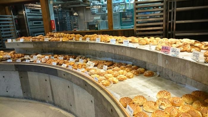 店内には様々な種類のパンがたくさん並んでいます。どれも美味しそうで目移りしてしまいますね。 「たま木亭」でしか見られない個性あるパンもたくさん♪