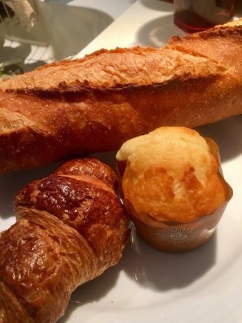 本場フランスの味を再現しているバゲットを朝から食べられたら幸せですね。