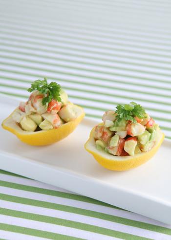 レモンはおかずをさっぱりさわやかな味に仕上げてくれます。サラダやマリネはもちろん、油っこくなりがちな肉料理などのメインディッシュでもぜひ取り入れたいですね。