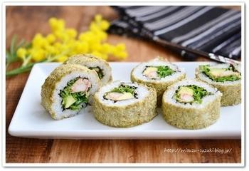 【とろろ昆布のロール寿司】  ツナマヨ・アボカド・カニカマの間違いない組み合わせ。外側に巻いたとろろ昆布は、出来立てはふわりとした食感、時間が経つとしっとりとした食感へと変わります。断面もキレイなので、ハレの日にのおもてなしにもぴったり♪