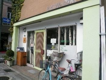 開店は9時半からと、旅での朝食には遅めですが、コーヒーとホットケーキが評判の「ヒイヅルCafe(ヒイヅルカフェ)」は、ぜひ訪れたい京都カフェのひとつです。