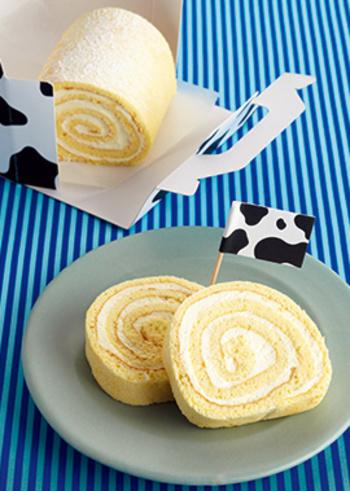 6月6日は、ロールケーキの日です。始まりは2005年、ロールケーキの美味しいお店が並ぶ福岡県北九州市小倉の「小倉ロールケーキ研究会」が町おこしとして始めたれっきとした記念日。ロールケーキの「ロ」とロールケーキの断面が「6」に見えることが由来なのだそうです。