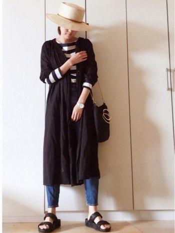 ボーダートップス×デニムのシンプルスタイルに、ロングシャツワンピースを羽織るコーデは今年も人気。Iラインを作ることですっきりと大人っぽい着こなしに。