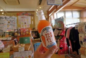 島サイダーには、その津堅島の甘い人参がふんだんに使われています。シークヮーサーの果汁でスッキリと味を整え、飲みやすく仕上がっています。